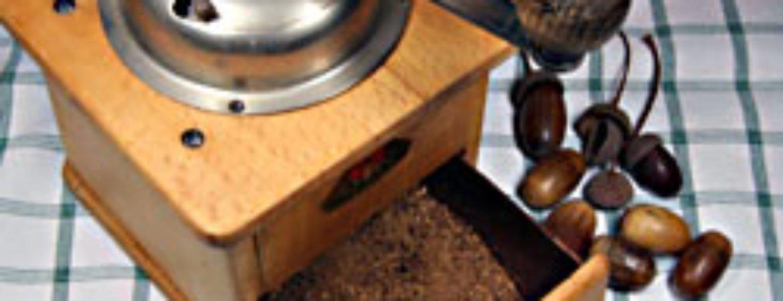 """Kaffeemühle mit Eicheln aus """"Alte Nutzpflanzen neu entdeckt"""" im Stadtmuseum Deggendorf"""