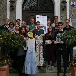 Schüler aus dem P-Seminar des Comenius Gymnasiums suchen Exponate für das STadtmuseum Deggendorf