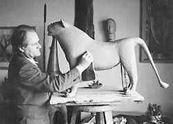 Heinz Theuerjahr im Atelier aus der Ausstellung im Stadtmuseum Deggendorf
