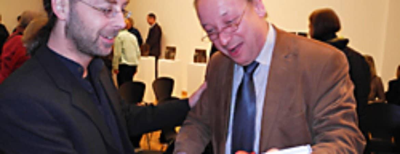 "Jörg Bachinger bei der Künstlerführung der Ausstellung ""Synop"" im Stadtmuseum Deggendorf"