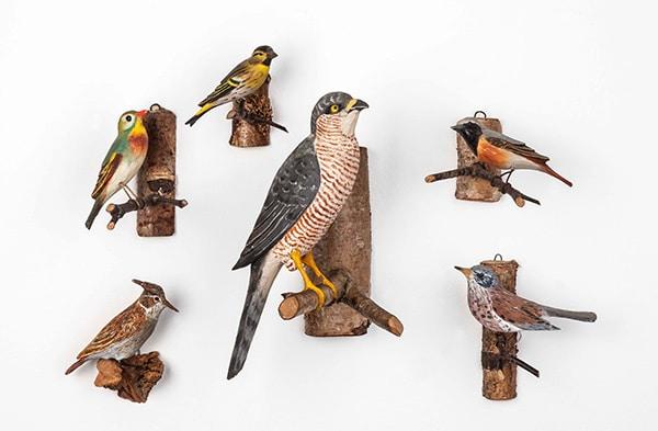 Exemplar aus Kunstdünger: Piep Show – Der Vogel und sein Mensch im Stadtmuseum Deggendorf