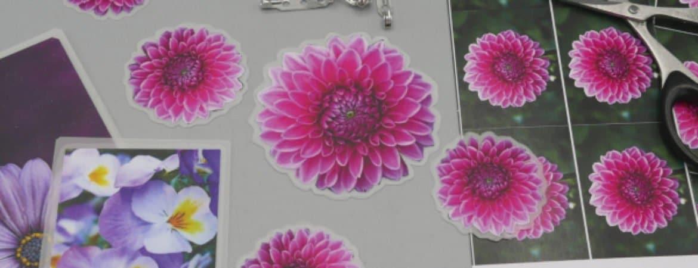 "Utensilien aus dem Mitmachworkshop ""Blütenmeer"" im Stadtmuseum Deggendorf"