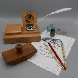 Utensilien zur Spurensuche: Alte deutsche Schrift im Stadtmuseum Deggendorf